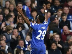 "Eto'o hat-trick, ""Chelsea"" pieveic ""Manchester United"""
